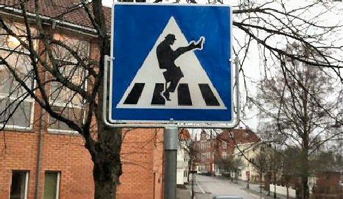 04a 500 trafficsign Silly Walk