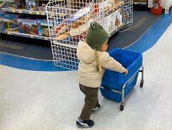 04a 250 203 child in supermarket