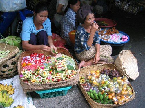 04c 500 women in Indonesia