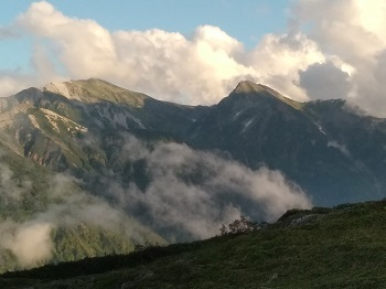 朝日平からの白馬岳