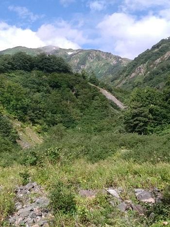 白高地沢からの朝日岳