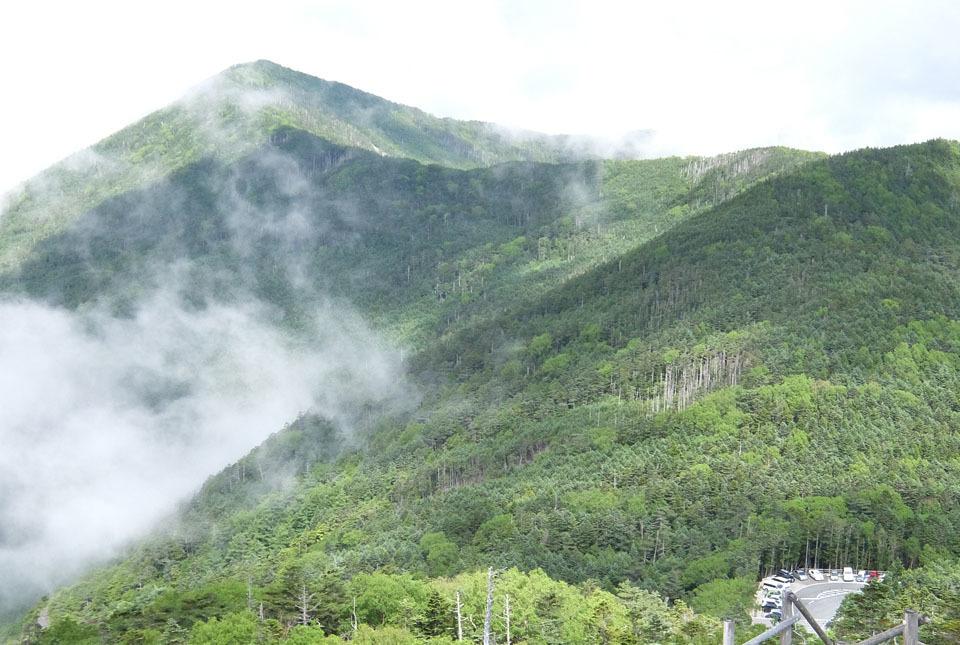 5090 旭岳方面の眺めと駐車場 960×645