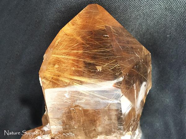 ルチルクォーツ原石クラスター