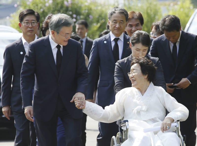 慰安婦記念日 韓国 文在寅 最終的且つ不可逆的な解決