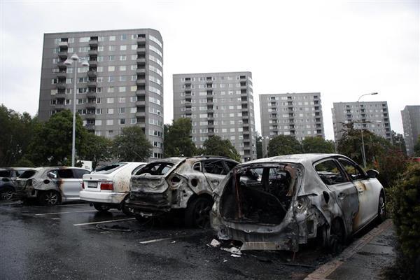 スウェーデン 暴動 移民 高福祉国家 失業率