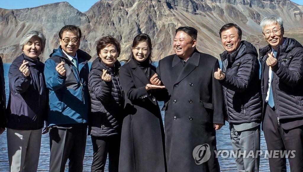 金正恩 指パッチン ハート 北朝鮮