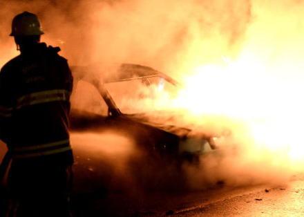 パヨクのあこがれの国スウェーデンの複数の都市で車80台が放火され、警官に投石したりする暴動 … 背景に高失業率が続き、拡大する社会格差への若者らの不満を指摘する声