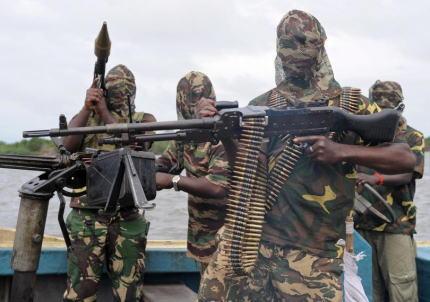 西アフリカのナイジェリア沖で永世中立国のスイス貨物船が海賊に襲撃され、乗組員19人のうち12人を拉致