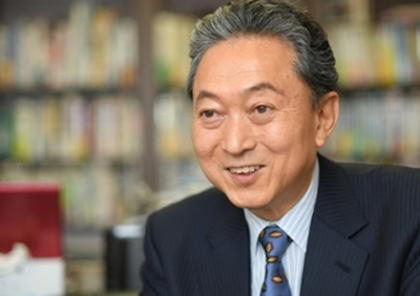 釜山大学から名誉政治学博士学位を授けられた鳩山由紀夫元首相「日本は韓国人が受け入れるまで謝るべきだ」