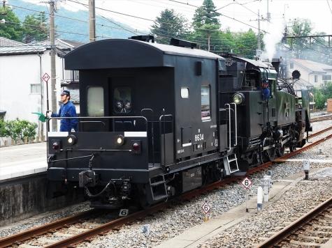 蒸気機関車 C11形 207号機&ヨ8000形 車掌車【鬼怒川温泉駅】