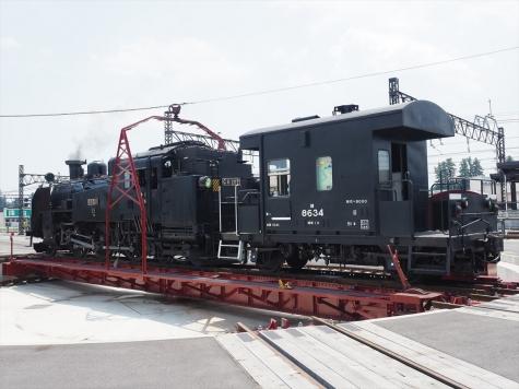 蒸気機関車 C11形 207号機&ヨ8000形 車掌車【下今市駅転車台】