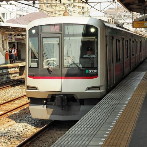 東急電鉄 田園都市線 5000系 電車【春日部駅】