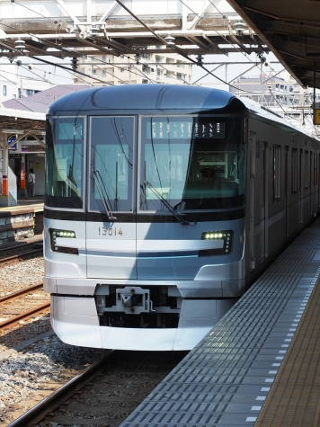 東京メトロ 日比谷線 13000系 電車【春日部駅】
