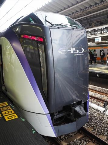 JR東日本 E353系 電車 特急スーパーあずさ14号【新宿駅】
