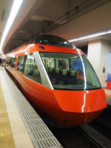 小田急電鉄 70000形 GSE車【新宿駅】