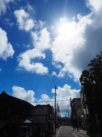 彌彦神社の門前