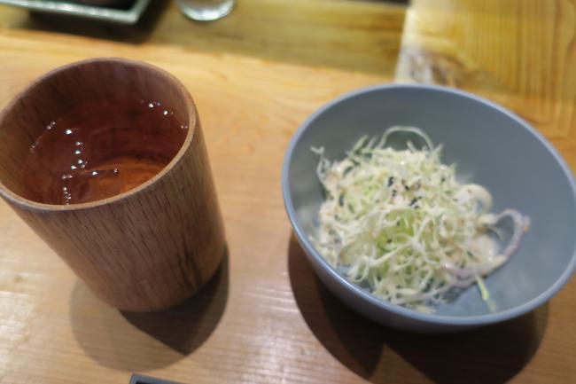 サラダとお茶