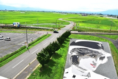 弘南鉄道田んぼアート駅とダイアナ妃