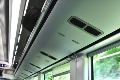 荷棚に着席サービス用のランプ E353系