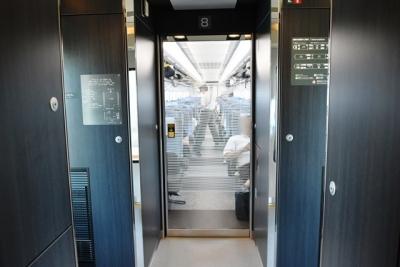 普通車仕切り扉はガラス E353系