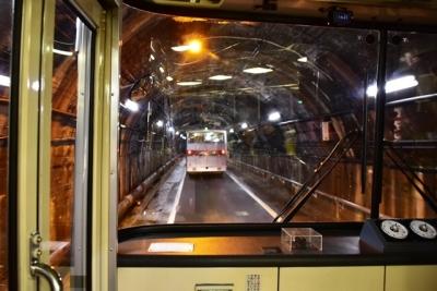 関電トンネル内 トロリーバス