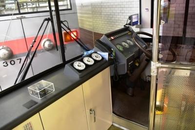 トロリーバス運転席