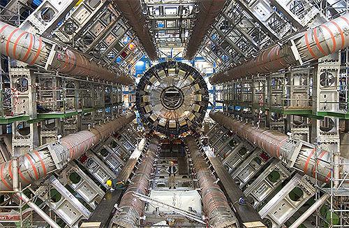 ヒッグス粒子崩壊を確認