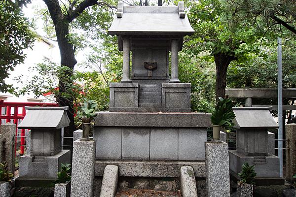 港陽八幡神社石造の社