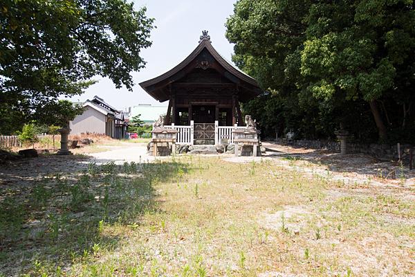 東茶屋神明社拝殿前