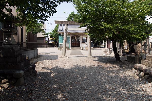 小賀須秋葉社参道から二の鳥居へ
