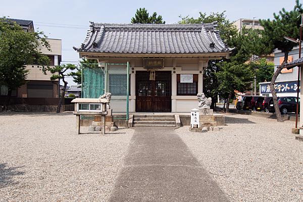 小賀須秋葉社拝殿前