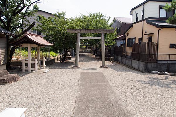 小賀須秋葉社境内の風景