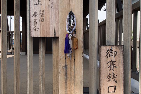 東蟹田神明社拝殿前
