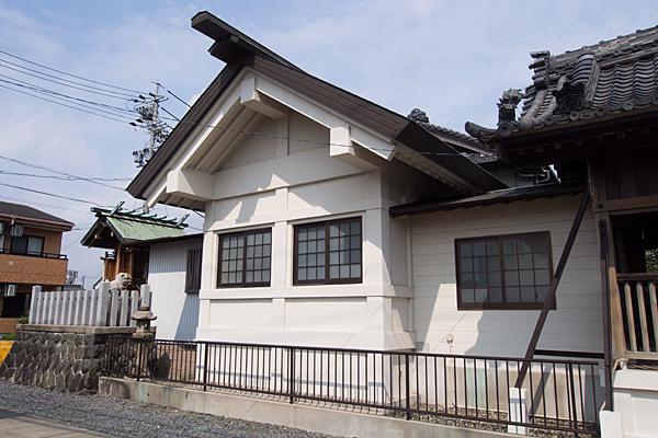 東蟹田神明社社殿横から