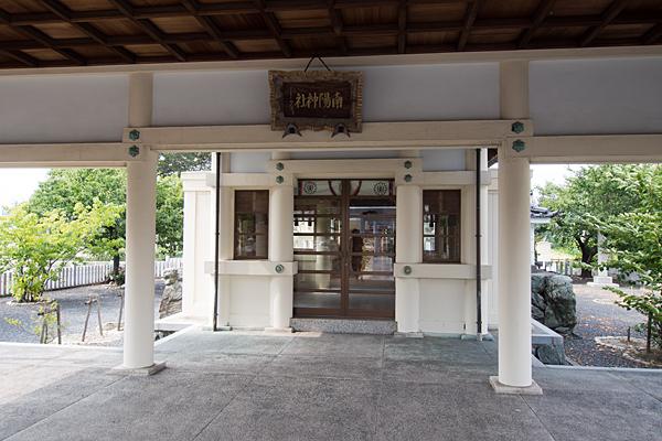 南陽神社拝殿内