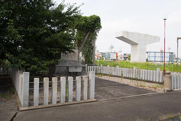 南陽神社忠魂碑