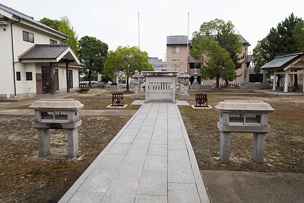 春田野神明社境内の風景