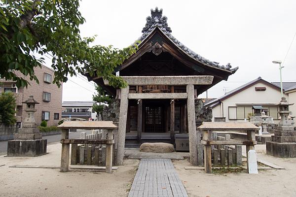 七反野神明社二の鳥居と拝殿