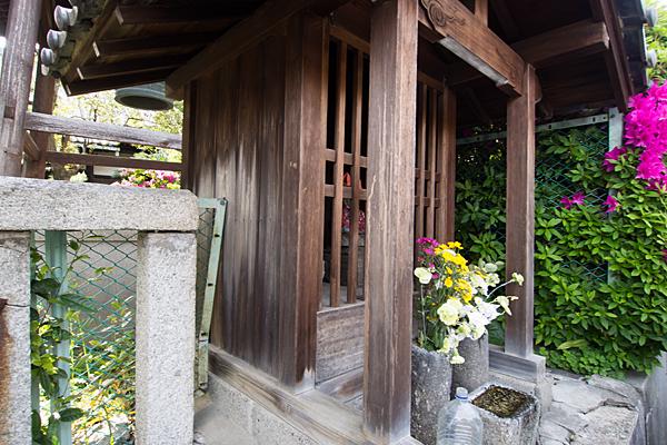 寺前のお堂