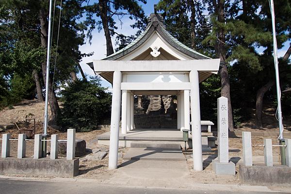 新茶屋秋葉社拝殿前