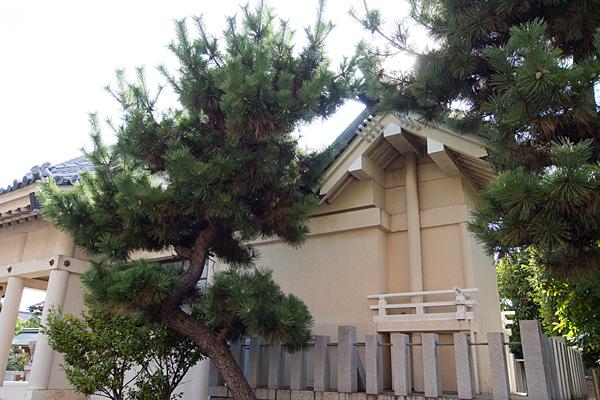 西福田4神明社本殿横から