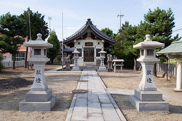 西福田5神明社拝殿前