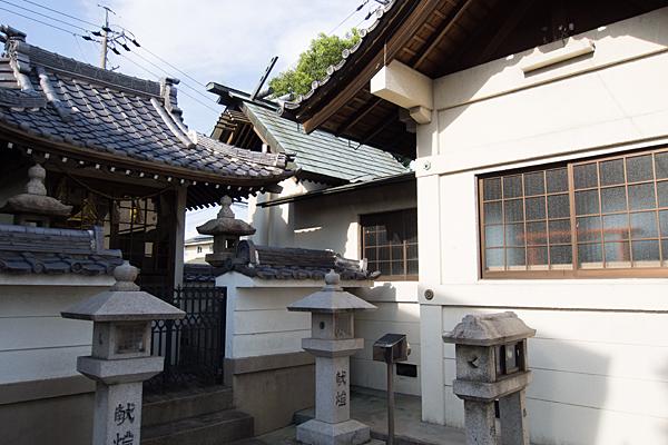西福田5神明社社殿横から