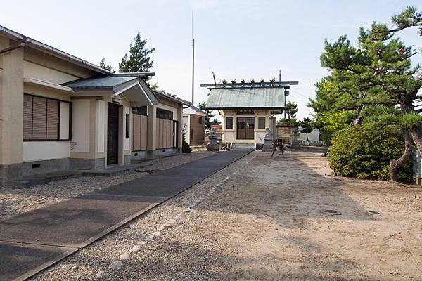 福屋熱田社参道から拝殿へ