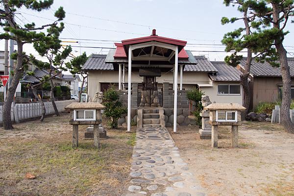 福前神明社参道から正面
