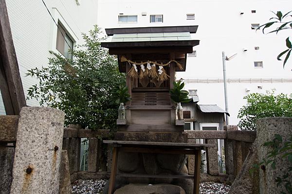石神社八幡社合殿の社