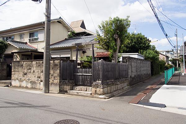 鶴羽町不明社全景