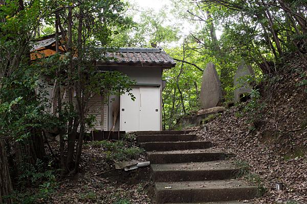 高針御嶽神社社と霊神碑
