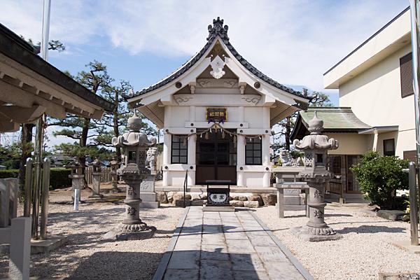 小川熱田社正面拝殿前