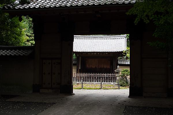 妙興寺総門前